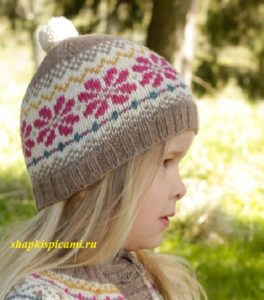 шапка для девочки спицами с рисунком и помпоном