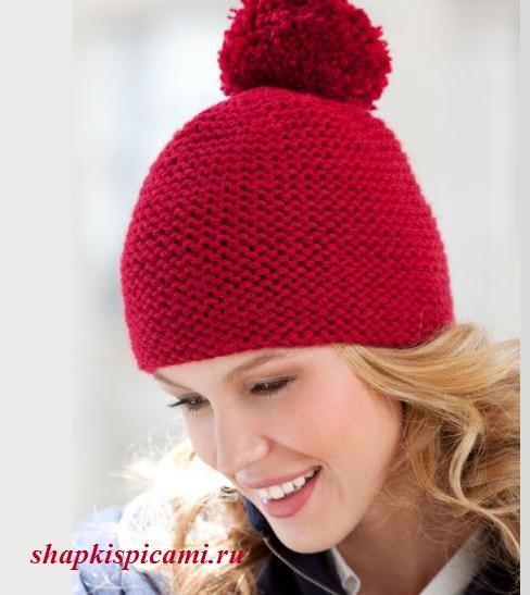 простая вязаная шапка спицами с помпоном