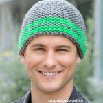 очень простая мужская вязаная шапка спицами