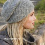 женская вязаная шапка спицами с простым узором