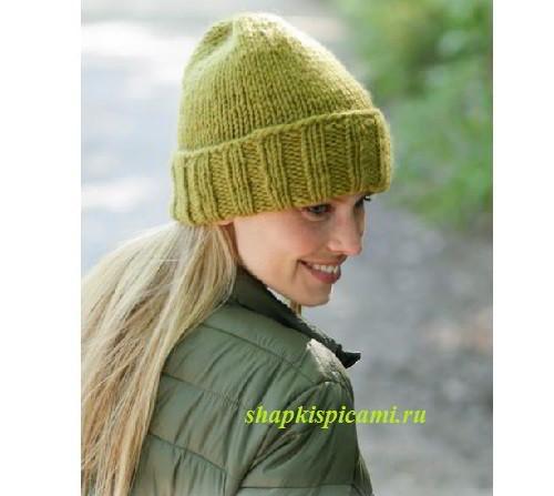 теплая вязаная шапка спицами с отворотом