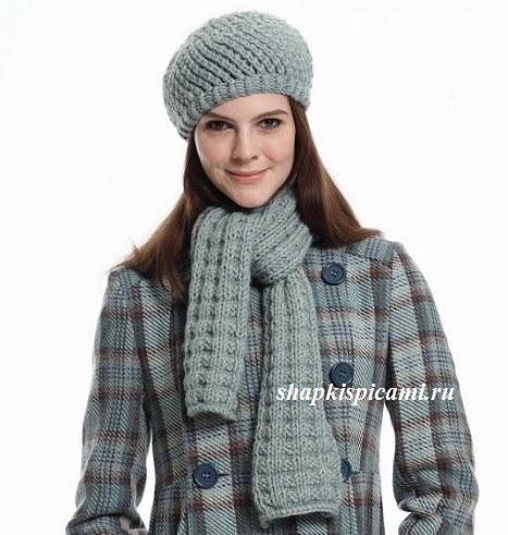 женский вязаный берет спицами и шарфик