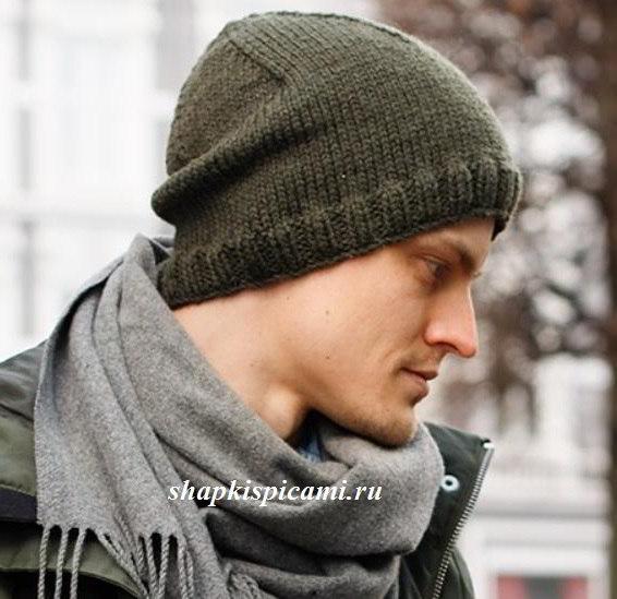 обычная вязаная шапка для мужчины спицами