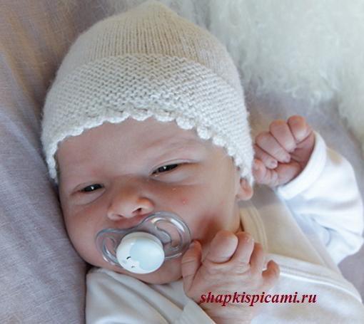 вязаная шапочка спицами для новорожденного