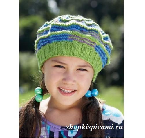вязаный разноцветный берет для девочки спицами