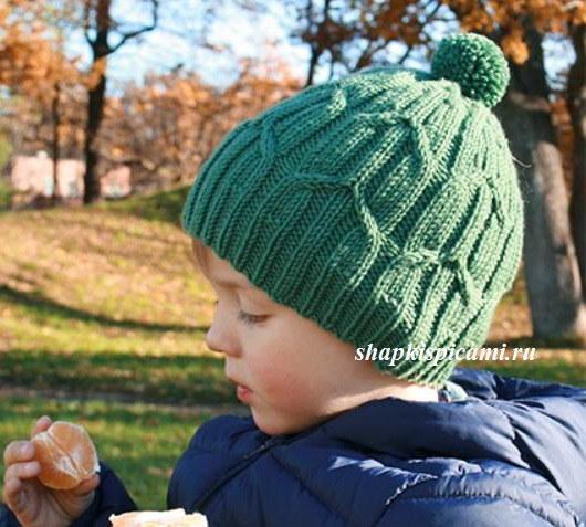 вязаная шапка для мальчика на весну или осень спицы