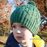 вязаная шапочка спицами для мальчика на демисезон