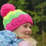 яркая шапка для девочки связанная спицами