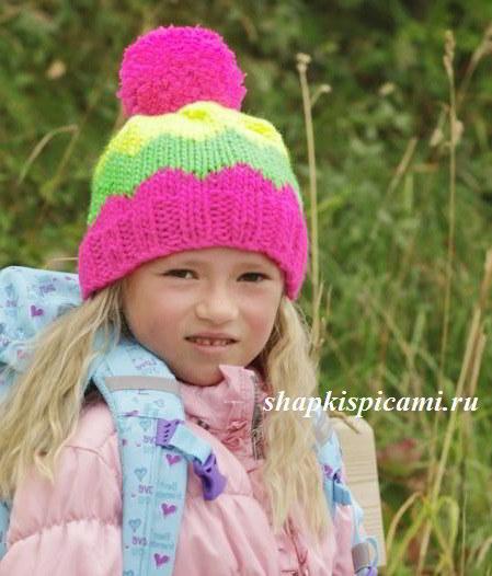 яркая вязаная шапочка для девочки с помпоном спицы